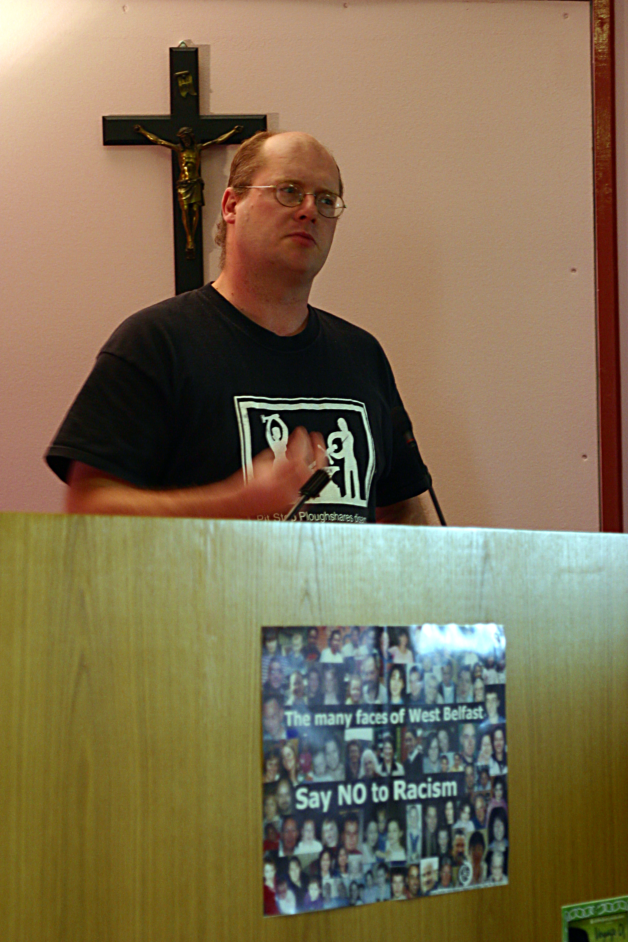 dr-robbie-mcveigh-speaking-at-warns-feile-event-july-2004