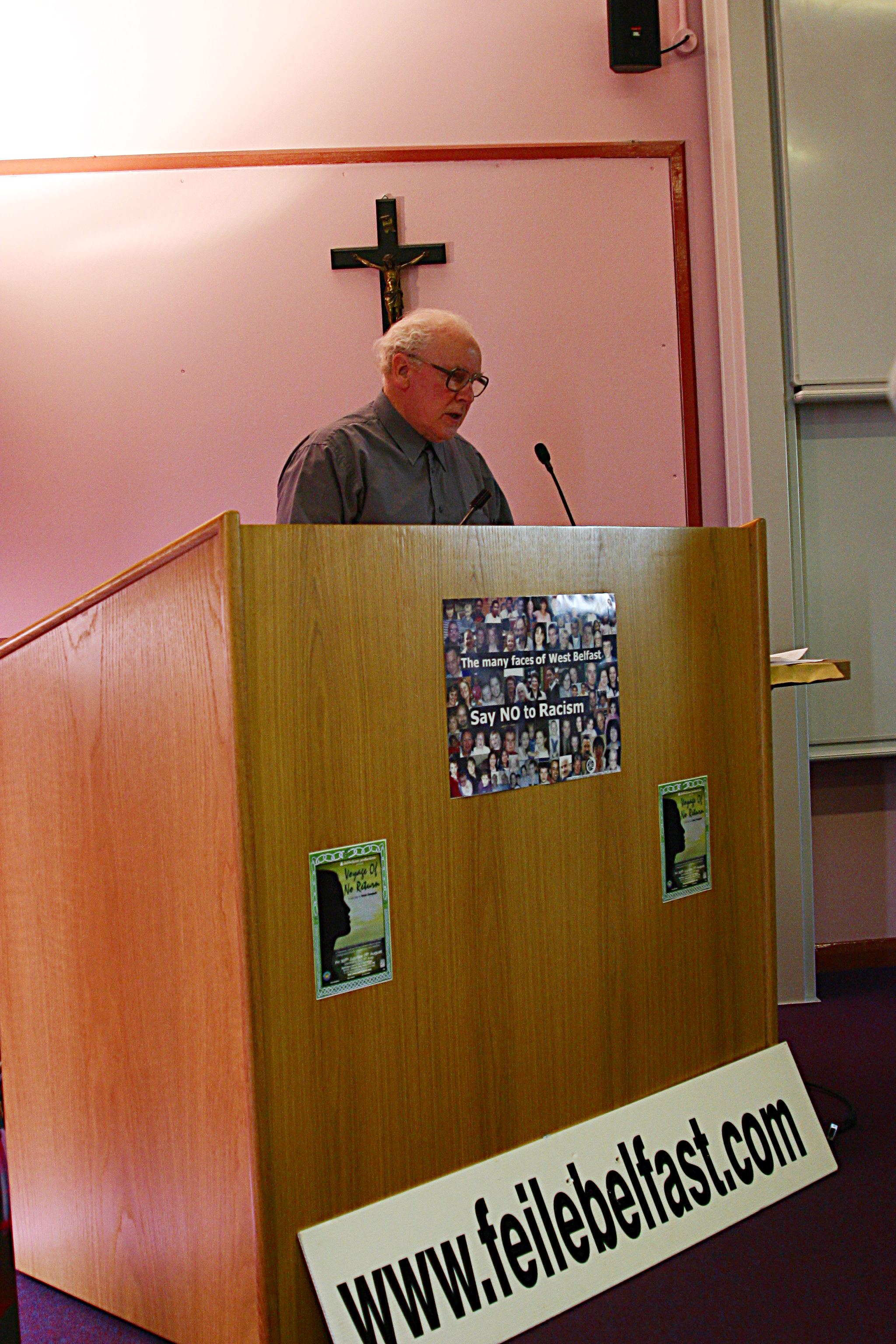 fr-des-wilson-speaking-at-warns-feile-event-july-2004