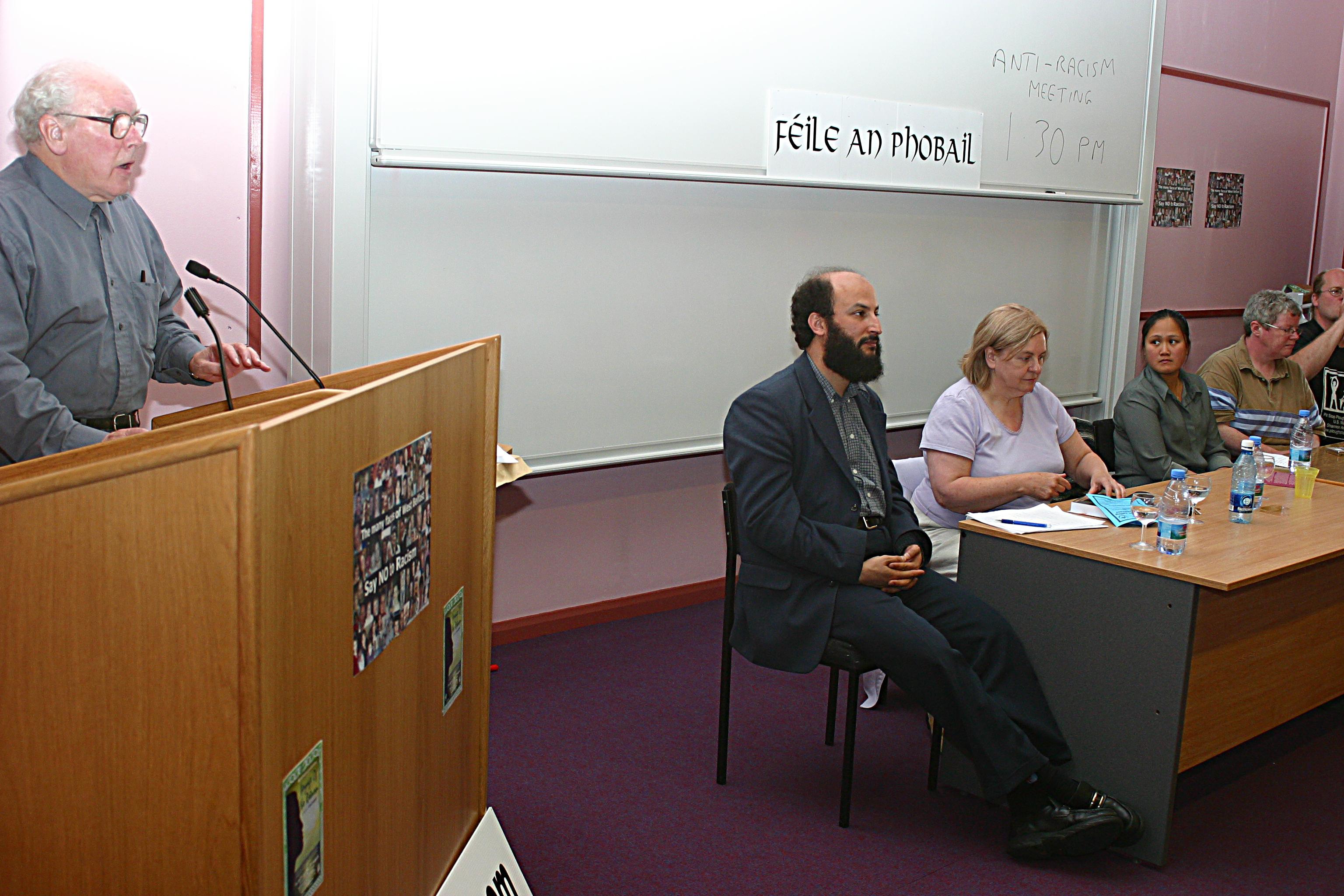 fr-des-wilson-speaking-at-warns-feile-event-july-2004_0