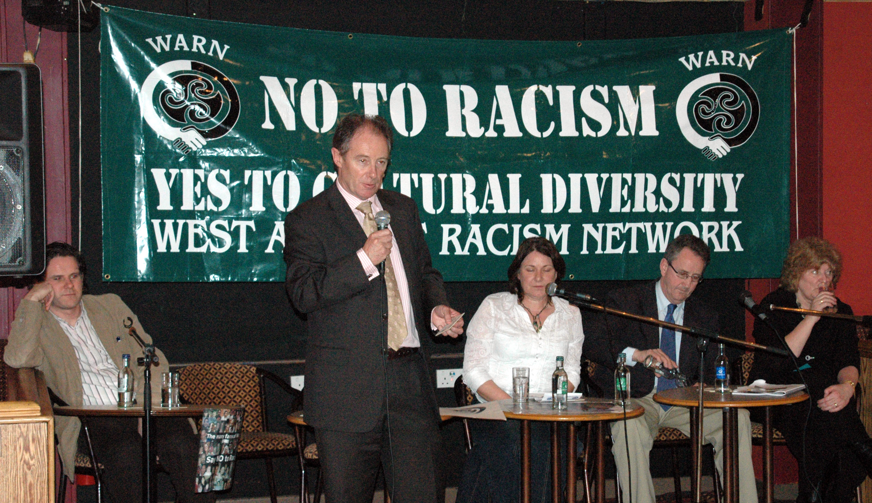 brian-kerr-speaking-at-launch-of-anti-raacism-pubs-and-clubs-initiative-march-2006